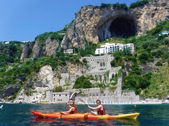 L'Arabesco b&b is a reference point for organizing boat or mountain excursions